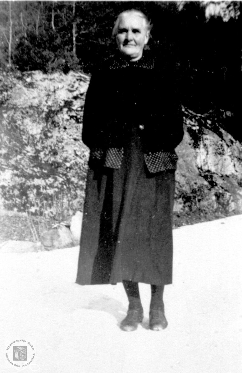 Portrett av Gunhild Birketveit, gift Glomså, Laudal.