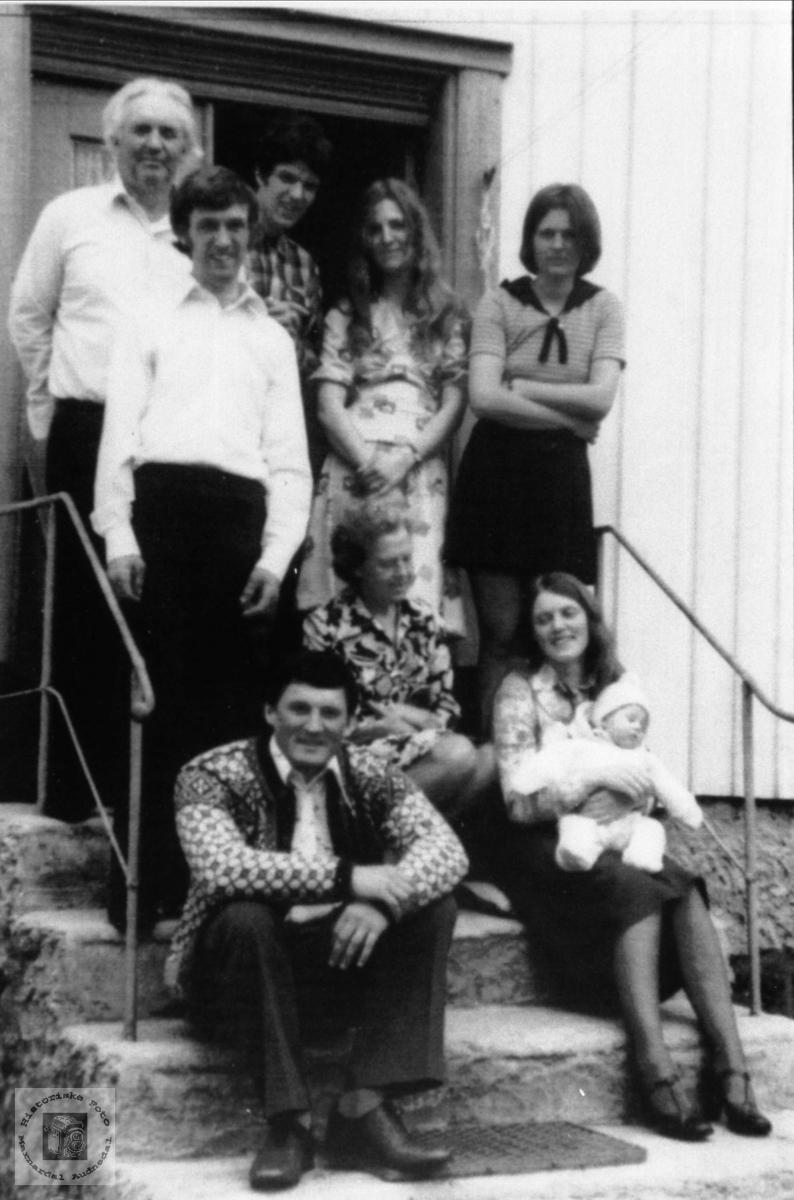 Portrett av familien Drivdal, Ågset i Laudal.