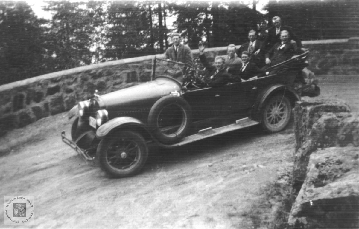 Høyegutter fra Øyslebø på biltur i Telemark