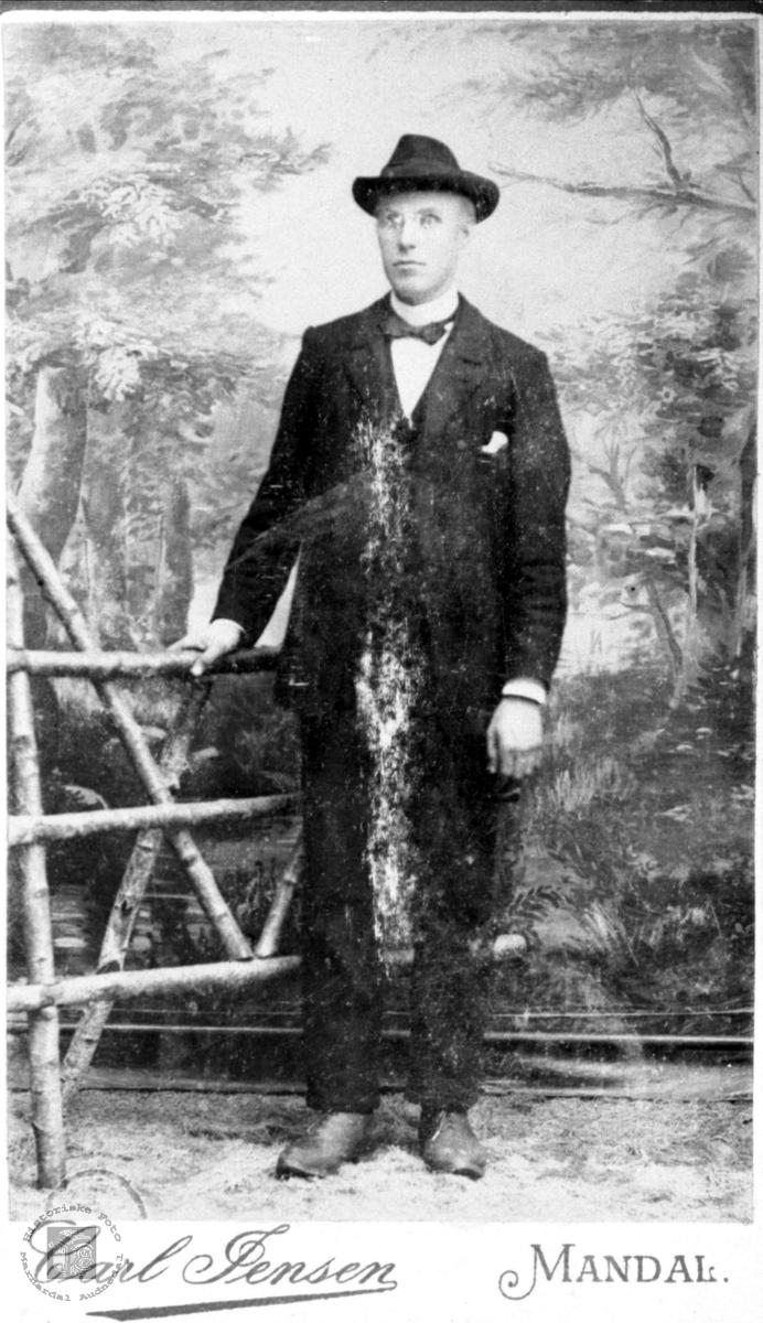 "Portrett av ""Laien"" Elias Mjåland, Laudal."