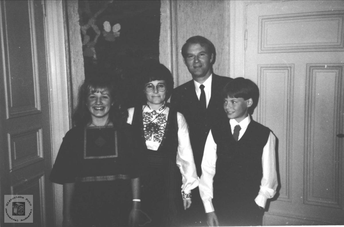 Familiegruppe Skjævesland, med røtter på Øyslebø.