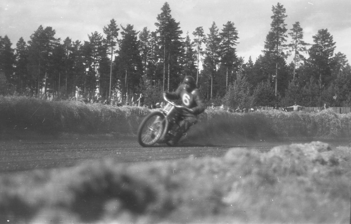 Motorsykkelløp på Fylkesidrettsplassen(Fylken). Elverum.