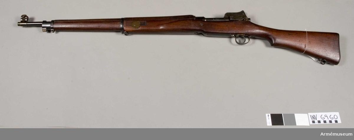 Gevär typ 14 (No. 3 Mark 1). England.Tillverkningsnr 118083. Märkt med pil (G.R. med en krona) ERA 118083 (16 A). Vapnet är anpassat för skjutning av gevärsgranater.