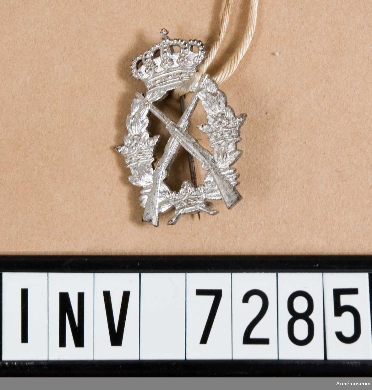 Av silver. Vikt pr 100 st 650 g.