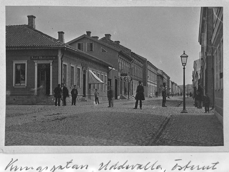 """Text som medföljer kortet: """"Kungsgatan, Uddevalla österut""""."""