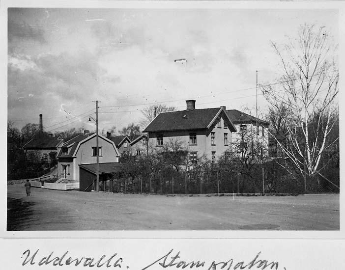 """Text på kortet: """"Uddevalla. Stampgatan"""".    ::"""