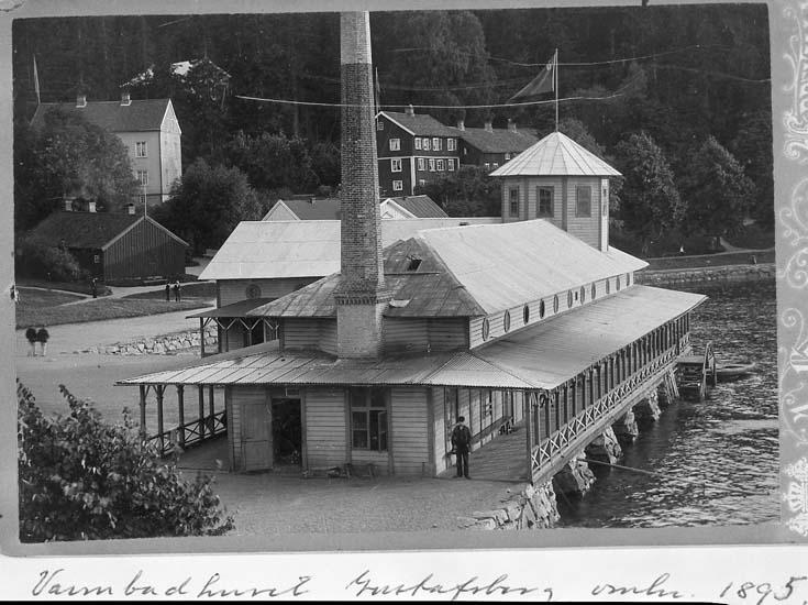 "Text på kortet: ""Varmbadhuset Gustafsberg omkr. 1895"".    ::"