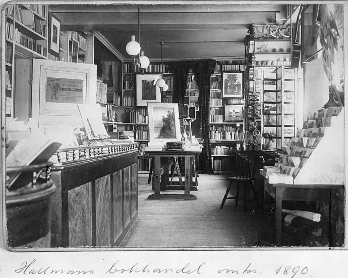 """Text på kortet: """"Från Walles 8/12 -70. Hallmans bokhandel omkr. 1890""""."""