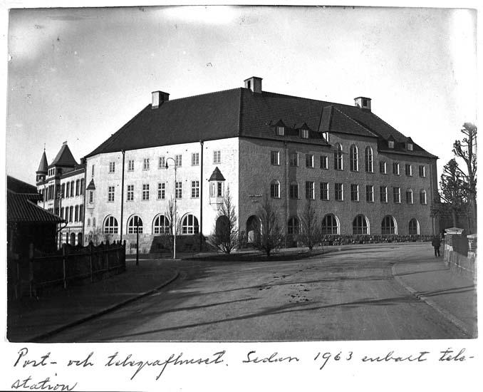 """Text på kortet: """"Post- och telegrafhuset. Sedan 1963 enbart telestation""""."""