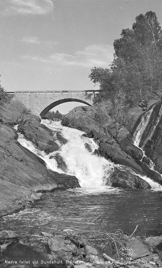 """Enligt AB Flygtrafik Bengtsfors: """"Bullaren Sundshult O & S Helgen E."""". Enligt text på fotot: """"Nedre fallet vid Sundshult. Bullaren""""."""