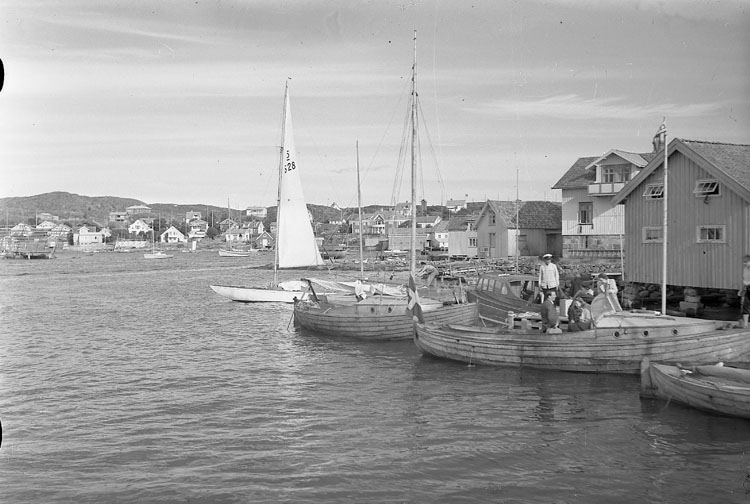 """Enligt AB Flygtrafik Bengtsfors: """"Fiskebäckskil östersidan fr. rest. Bohuslän""""."""