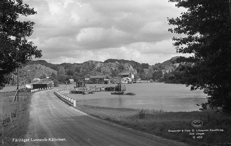 """Enligt AB Flygtrafik Bengtsfors: """"Dragsmark, Källviken Bohuslän"""". Enligt text på fotot: """"Färjläget Lunnevik - Källviken""""."""