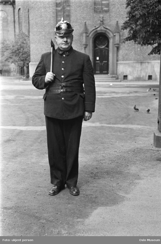 brannvakten, brannkonstabel, uniform, hjelm, øks