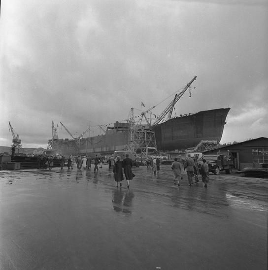 Dop och sjösättning av fartyget 158 M/T Stora.