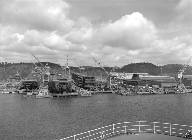 Översikt fartygsskrov på staplar, plåt- och svetshall, Kasen.