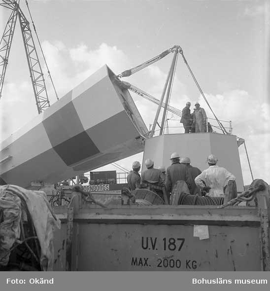 Uppsättning av skorsten på fartyg nr. 298 T/T Nanny.