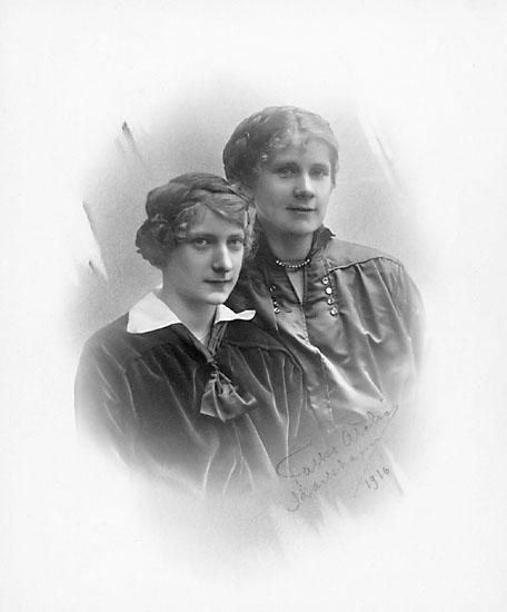 """Skrivet på kortet: """"Falks Atelier, Karlshamn 1916."""""""