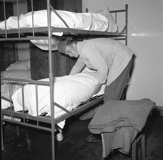 """Enligt notering: """"På Regementet nyinryckningarna maj 1955""""."""