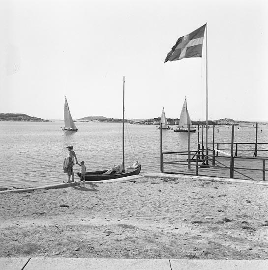 """Enligt notering: """"Hunnebostrandsbadet juli 1955""""."""