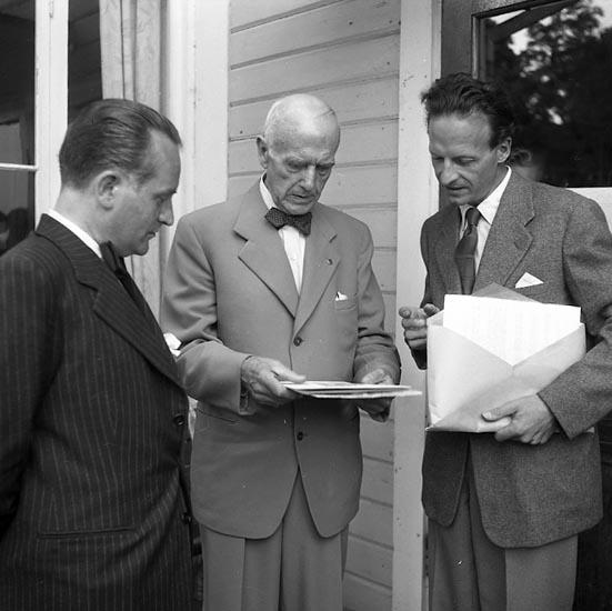 """Enligt notering: """"Bokhandelsmedhjälpare Gustafsberg 28-8-1955""""."""