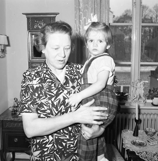 """Enligt notering: """"Bagare Blomqvist 20-1-1956""""."""