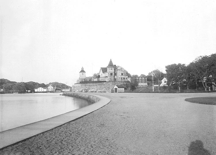 Usikt mot Villa Bajdara, Marstrand