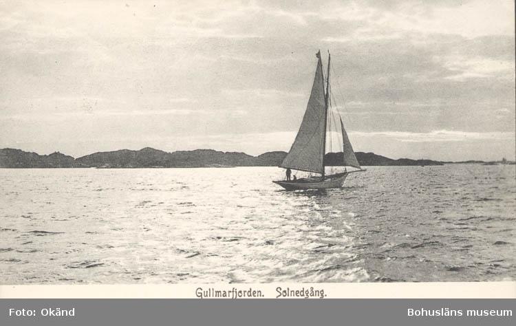"""Tryckt text på kortet: """"Gullmarsfjorden. Solnedgång""""  """"Tekla Bengtssons Pappershandel, Fiskebäckskil"""""""