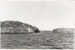 """Noterat på kortet: """"Malö Strömmar. Sept. 1954."""" """"Utsikt öst"""