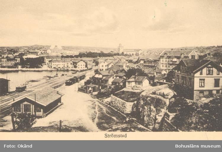 """Tryckt text på kortet: """"Strömstad.""""  """"Larssons Bokhandel, Strömstad."""""""