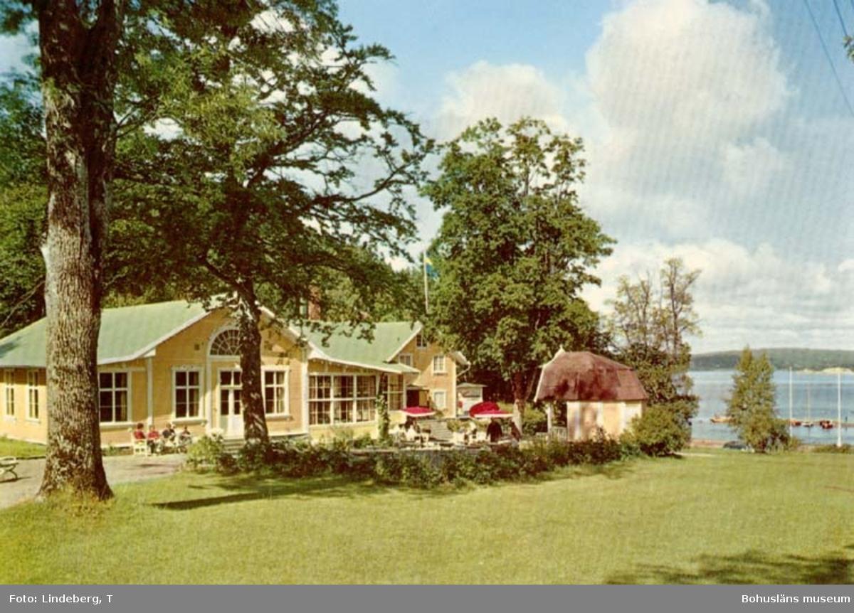"""Tryckt text på kortet: """"Uddevalla. Gustafsbergs Restaurant.""""  ::"""