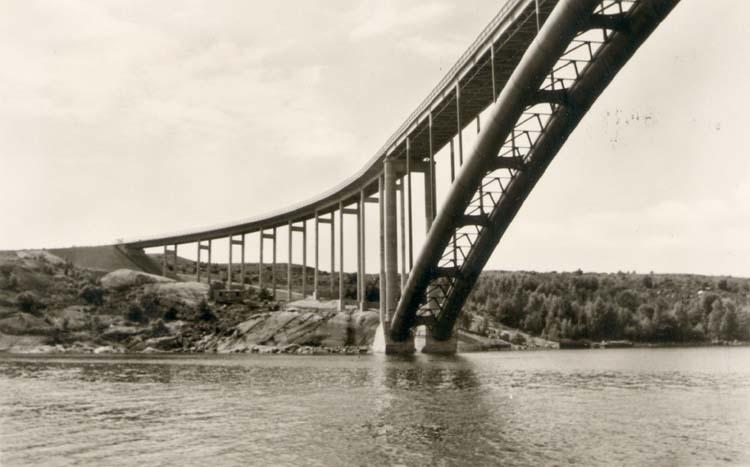 """Tryckt text på kortet: """"Tjörnbron. Tjörnbrons Turistanläggning, Almön."""""""