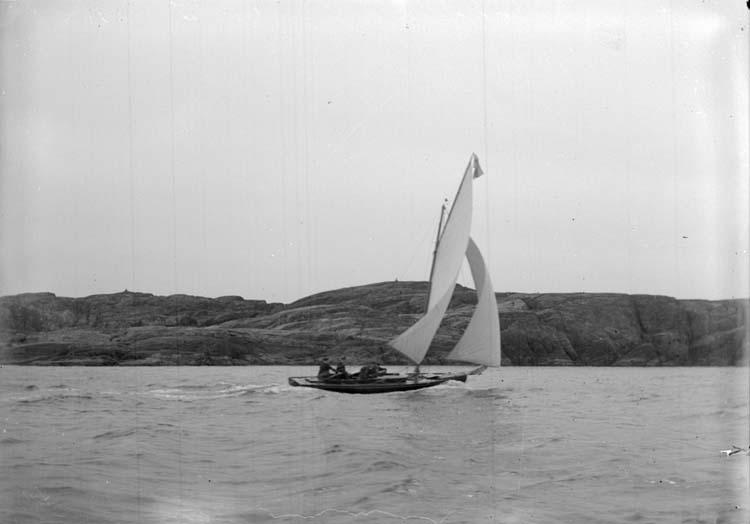 """Enligt text som medföljde bilden: """"Hjerteröfjorden. """"Lillebror"""" 20/5 07."""""""