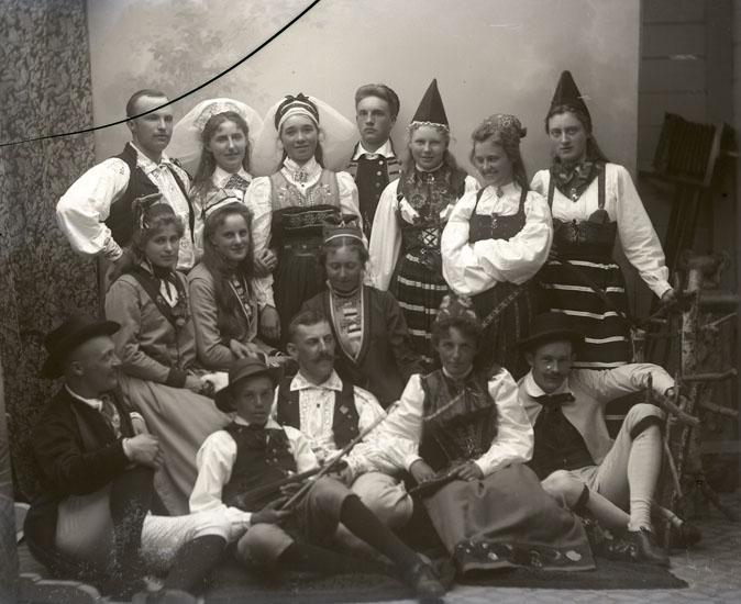 """Enligt text som medföljde bilden: """"Basar vid Badhuset 1899 (1899)."""" ::"""