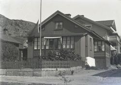 """Enligt text som medföljde bilden: """"Thilda Nilsson hus i Kyrk"""