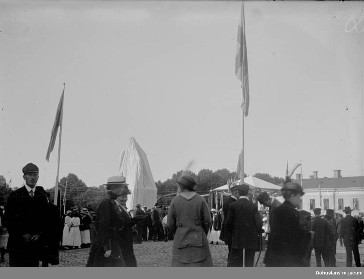 VId tillfället för invigningen av dubbelstatyn på kungstorget i Uddevalla.
