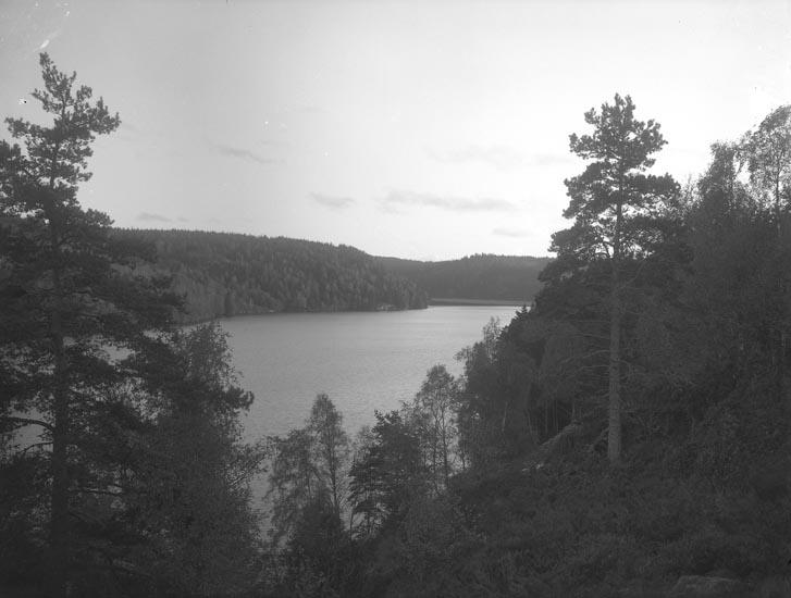 """Enligt fotografens noteringar: """"Sjön Vassbotten tagen omkring 1915."""""""