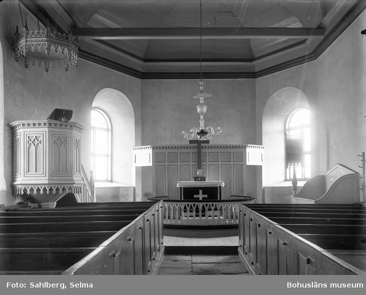 """Enligt medföljande noteringar: """"Håby Kyrka innan renoveringen äldsta interiören. Tror att det varit en änglabild på altaret ..(?) på..(?) äldre än denna. S. Sahlberg."""""""
