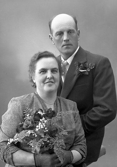 "Enligt fotografens journal nr 8 1951-1957: ""Abrahamsson, Herr Anders Inlag Stenungsund""."