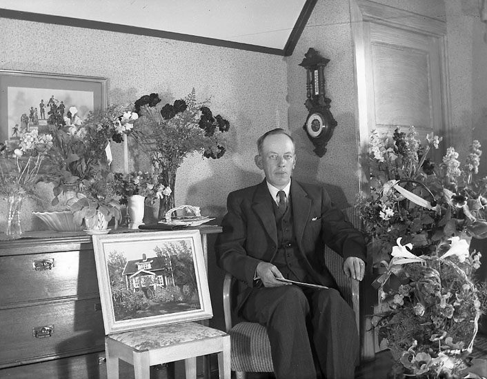 """Enligt fotografens journal nr 7 1944-1950: """"Olsson, Herr Karl S. Vägen Här""""."""