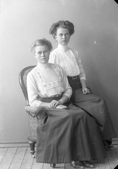 """Enligt fotografens journal nr 2 1909-1915: """"Mattsson, Selma Här""""."""