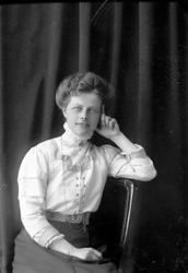 """Enligt fotografens journal nr 2 1909-1915: """"Nilsson Fr. Helg"""