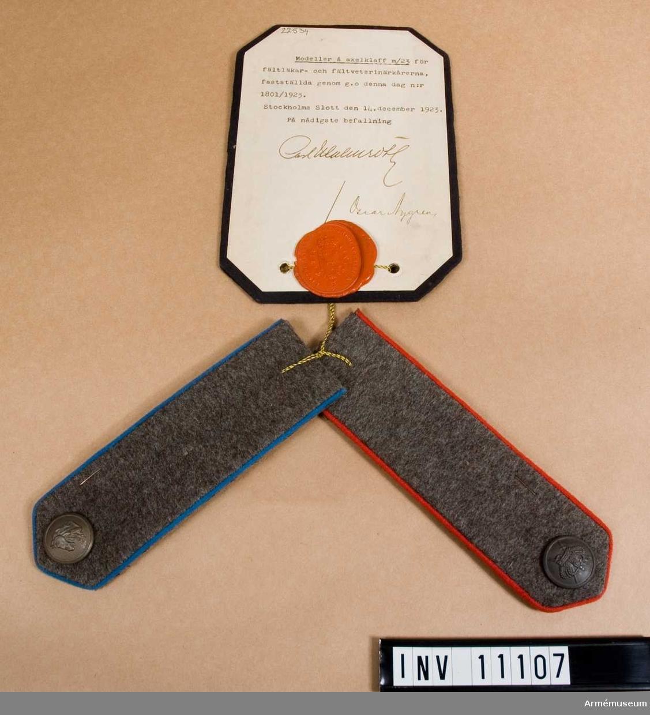 Grupp C I. Modell å axelklaff m/1923 för fältläkarkåren och fältveterinärkåren, fastställda genom go nr 1801/1923 den 14. december.