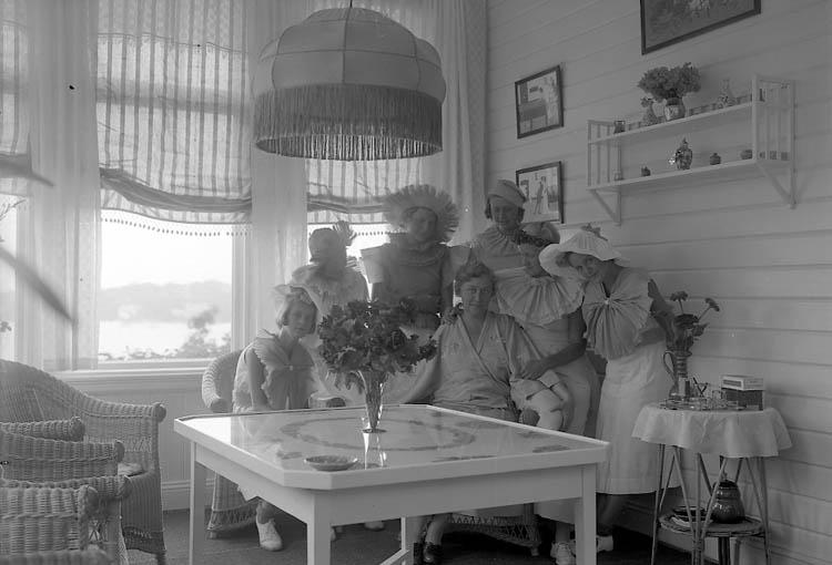 "Enligt fotografens journal nr 6 1930-1943: ""Nyman, Fru Stenungsund""."