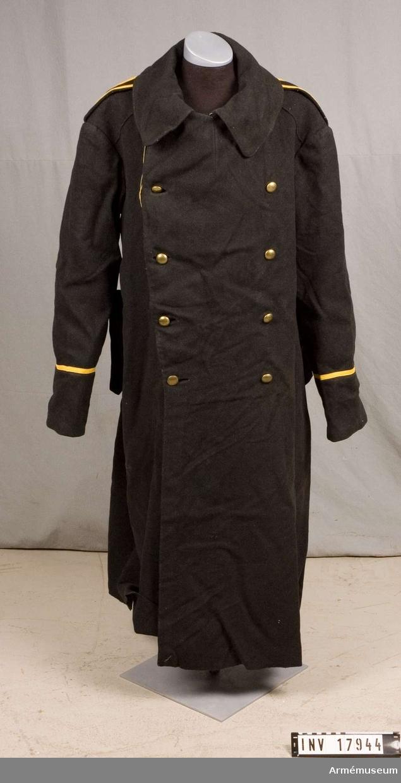 Grupp C I. Ur uniform för manskap vid Bohuslän regemente bestående av vapenrock, kappa, långbyxor, mössa.