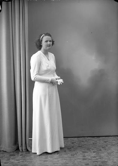 """Enligt fotografens journal nr 7 1944-1950: """"Melin, Siv Här""""."""