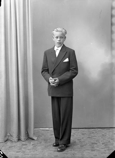 """Enligt fotografens journal nr 7 1944-1950: """"Oskarsson, Karl-Melcer, Varvet Stenungsund""""."""