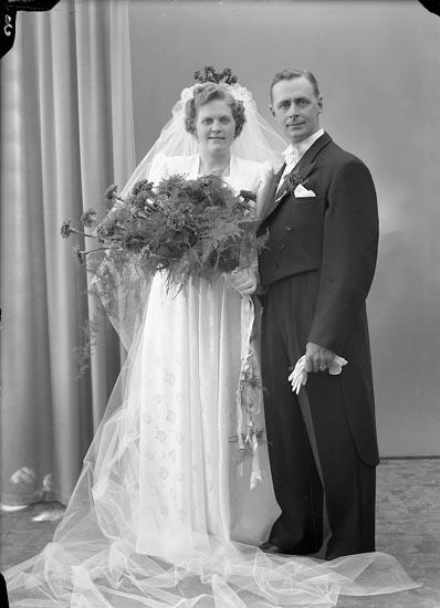 "Enligt fotografens journal nr 7 1944-1950: ""Adielsson, Herr Arne Spekeröd""."