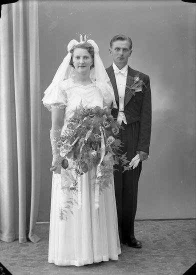 "Enligt fotografens journal nr 7 1944-1950: ""Berntsson, Herr Knut Lyrön Nösund""."