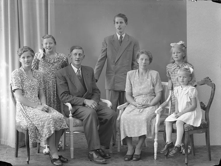 """Enligt fotografens journal nr 7 1944-1950: """"Edvardsson, Herr Valdemar Tunge, Jäger""""."""