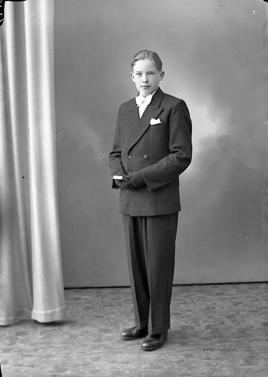 """Enligt fotografens journal nr 8 1951-1957: """"Kangas, Aimo Svenshögen""""."""